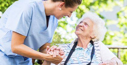 Formación gratuita en cuidados-auxiliares-de-enfermeria-en-geriatria